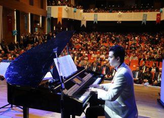 Genç Piyanist Besteciler GÜNEŞ YAKARTEPE, Türkiye'nin İlk BESTEKAR WEB SİTESİ'ni Kurdu. Akustik Kuyruklu Piyano Bestekar Konser Yeni Besteler