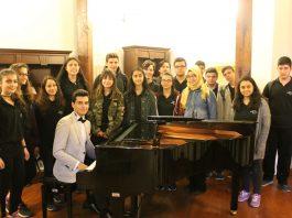 Genç Piyanist Besteci Güneş Yakartepe Kimdir. Biyografisi Ve Müzik Geçmişi Hayatı, Besteleri Ve Web Siteleri Bestekar Biyografisi Musiki Konseri Yeni Besteler