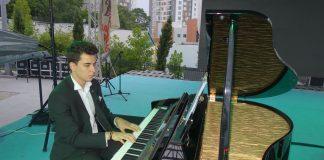 Genç Piyanist Bestekar Güneş Yakartepe Özgeçmişi Biyografisi, Şiirleri, Besteleri Ve Web Siteleri Besteleri Yeni Besteci Etkinlikleri Konseri Gençler İçin Musikileri Müzikleri